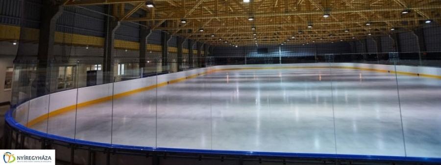 Pénteken nyit a jégpálya!