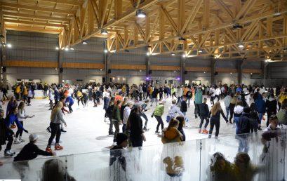 Megnyitott a Nyíregyházi Városi Jégpálya szombaton – Az esti Ice Party telt házas volt