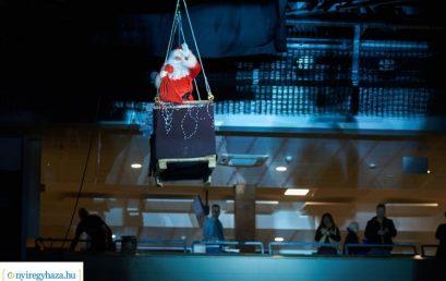 A magasból érkezett a Mikulás a Continental Arénában! Évzárót tartott a Sportcentrum