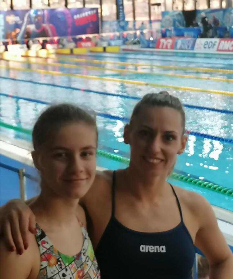 Döntőt úszik Hatházi Dóra és Szurovcsják Ivett