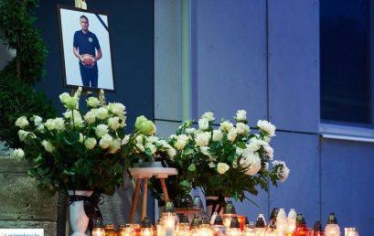 Sitku Ernőre emlékeztek szombaton este a Continental Aréna bejáratánál