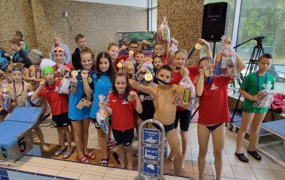 Nyírbátorban versenyeztek az úszók