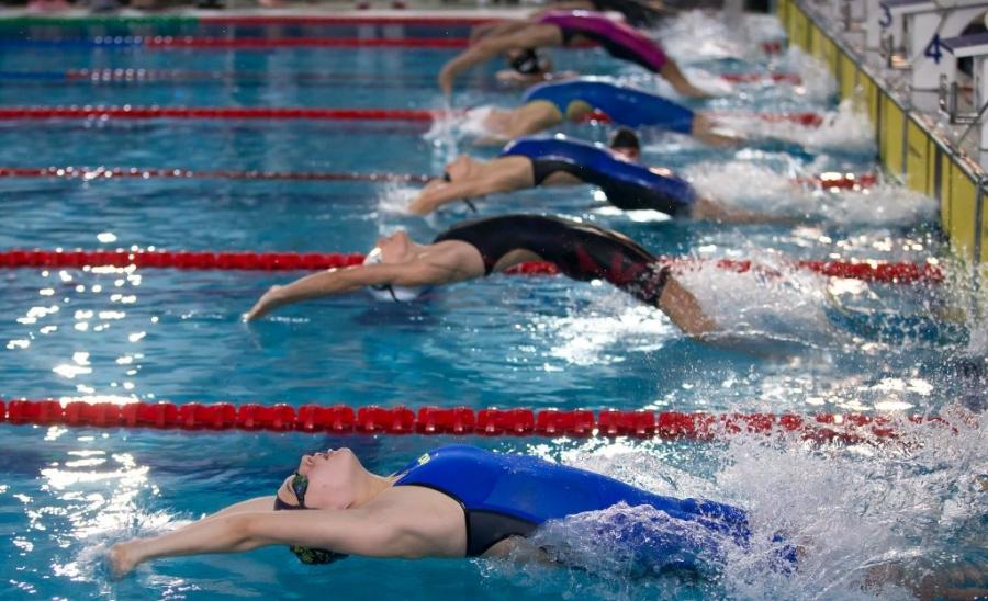 Szurovcsják Ivett, Hatházi Dóra és Cserfalvi Olaf is döntőt úszik ma délután