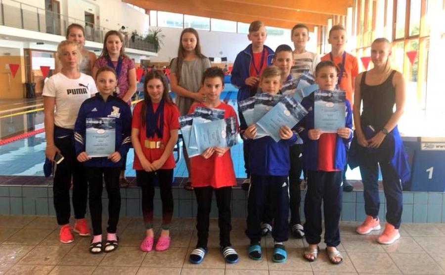 Hagyományőrző úszóverseny Ózdon